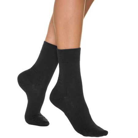 chaussettes noires pour femme en laine. Black Bedroom Furniture Sets. Home Design Ideas