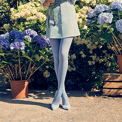 Découvrez les collants opaques, unis et épais pour femme sur dim.fr